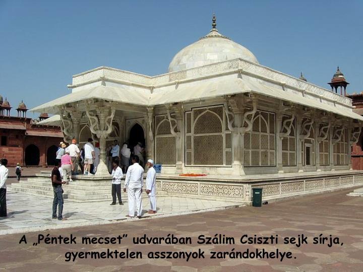 """A """"Péntek mecset"""" udvarában Szálim Csiszti sejk sírja, gyermektelen asszonyok zarándokhelye."""