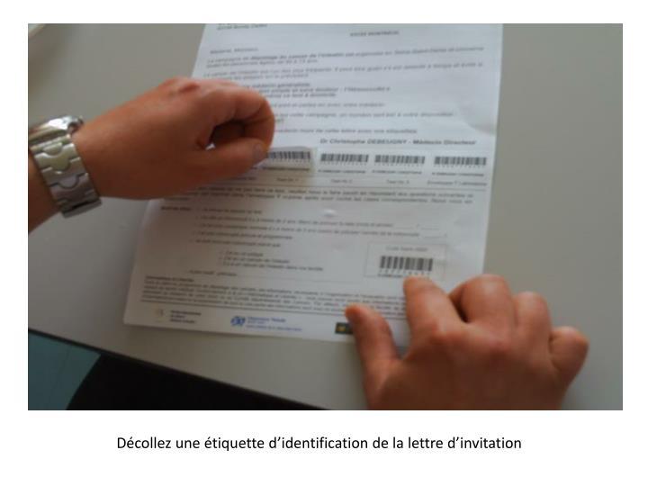 Décollez une étiquette d'identification de la lettre d'invitation