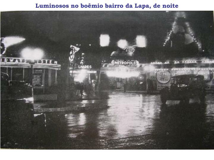 Luminosos no boêmio bairro da Lapa, de noite