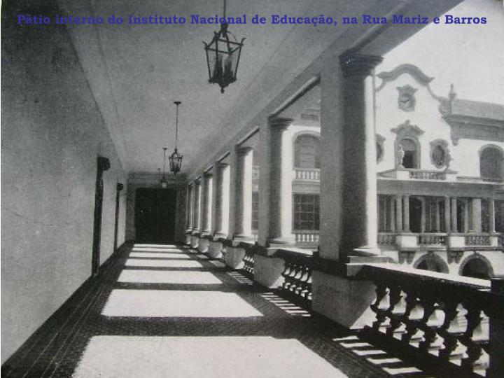 Pátio interno do Instituto Nacional de Educação, na Rua Mariz e Barros