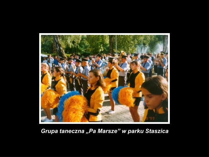 """Grupa taneczna """"Pa Marsze"""" w parku Staszica"""