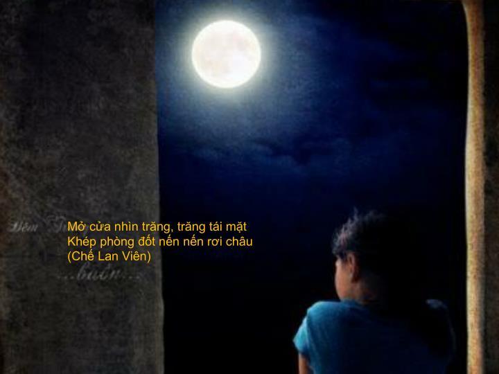 Mở cửa nhìn trăng, trăng tái mặt