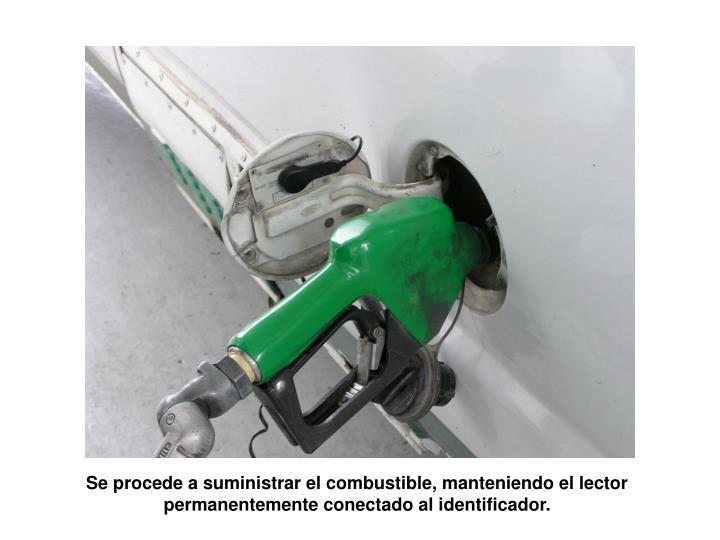 Se procede a suministrar el combustible, manteniendo el lector permanentemente conectado al identificador.