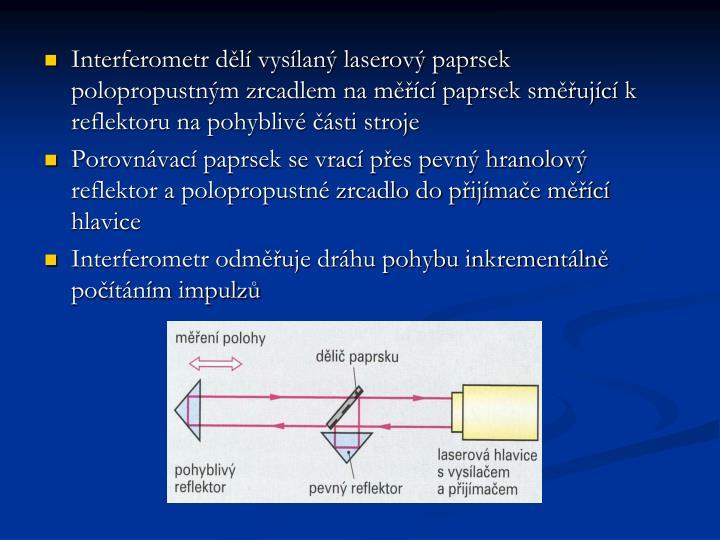 Interferometr dělí vysílaný laserový paprsek polopropustným zrcadlem na měřící paprsek směřující k reflektoru na pohyblivé části stroje