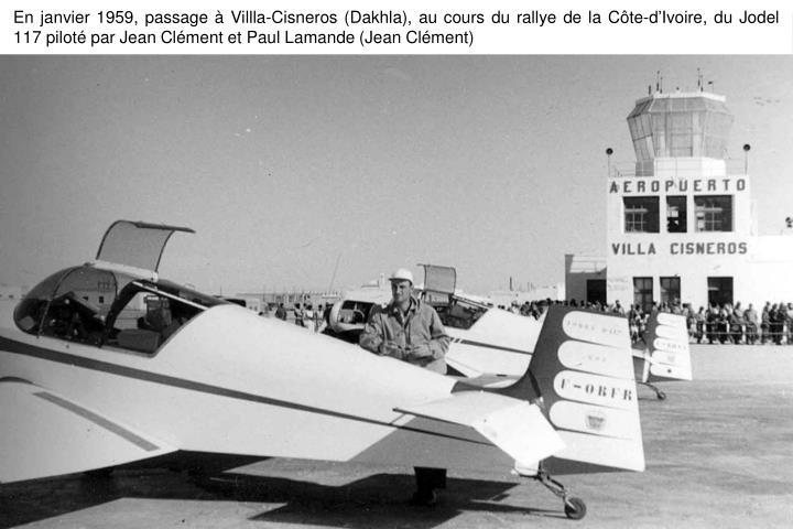 En janvier 1959, passage à Villla-Cisneros (Dakhla), au cours du rallye de la Côte-d