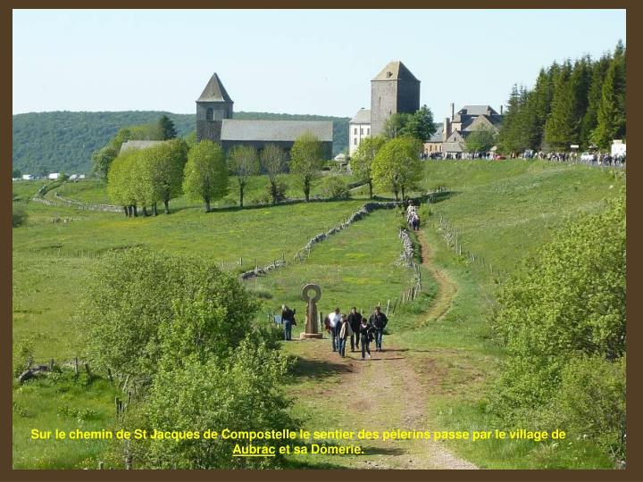 Sur le chemin de St Jacques de Compostelle le sentier des pèlerins passe par le village de