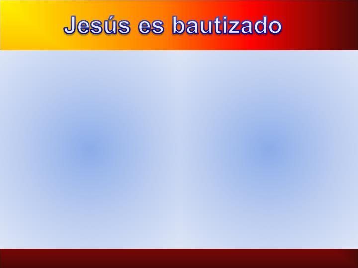 Jesús es bautizado
