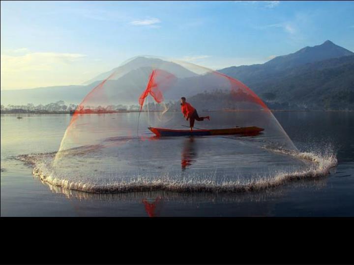 Pêche au filet en Indonésie