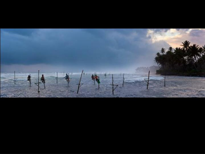 Pêcheurs sur la plage Koggala au Sri Lanka