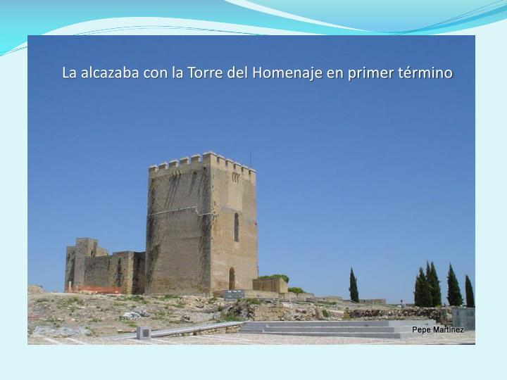 La alcazaba con la Torre del Homenaje en primer término