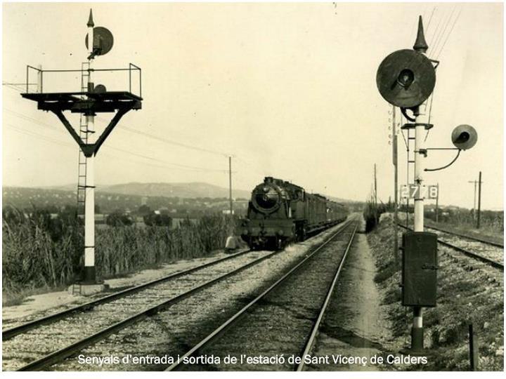 Senyals d'entrada i sortida de l'estació de Sant Vicenç de Calders