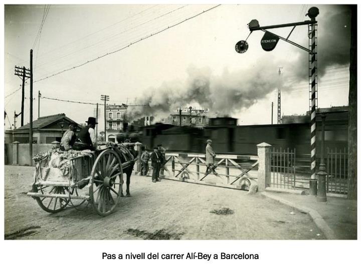 Pas a nivell del carrer Alí-Bey a Barcelona
