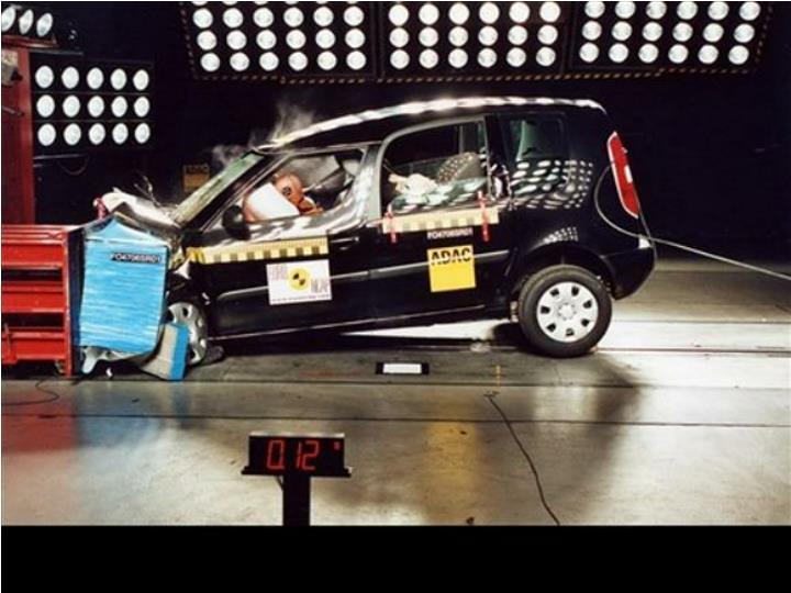 Co vše se děje při autonehodě