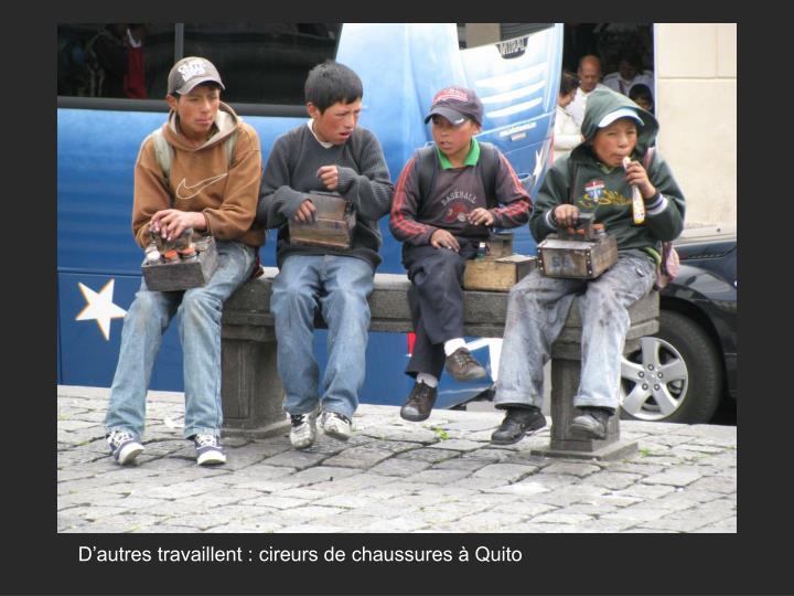 D'autres travaillent : cireurs de chaussures à Quito