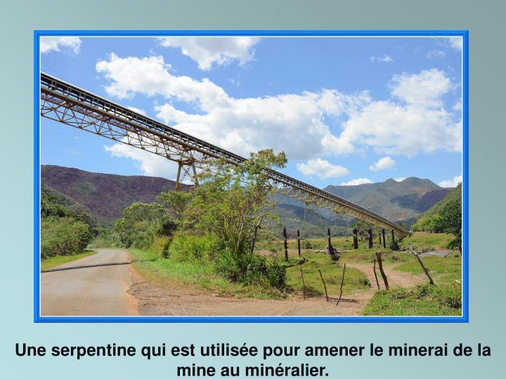 Une serpentine qui est utilisée pour amener le minerai de la mine au minéralier.