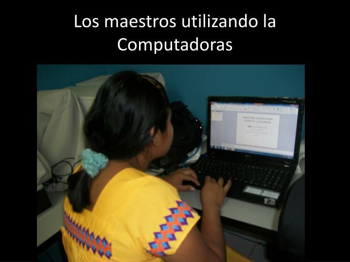 Los maestros utilizando la Computadoras