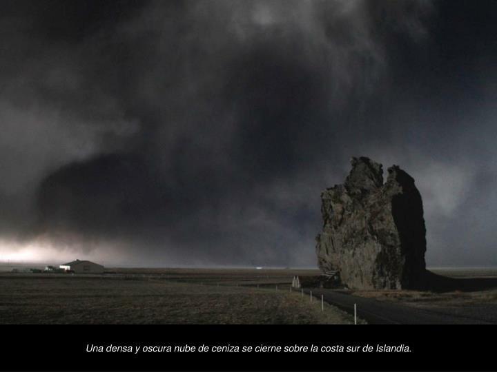 Una densa y oscura nube de ceniza se cierne sobre la costa sur de Islandia.