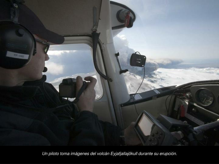 Un piloto toma imgenes del volcn Eyjafjallajkull durante su erupcin.