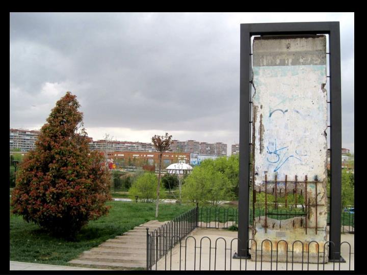 """El muro """"cayo"""" el  9 noviembre de 1989 su extensión fue de 155kilometros"""