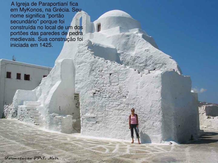 """A Igreja de Paraportianí fica em MyKonos, na Grécia. Seu nome significa """"portão secundário"""" porque foi construída no local de um dos portões das paredes de pedra medievais. Sua construção foi iniciada em 1425."""