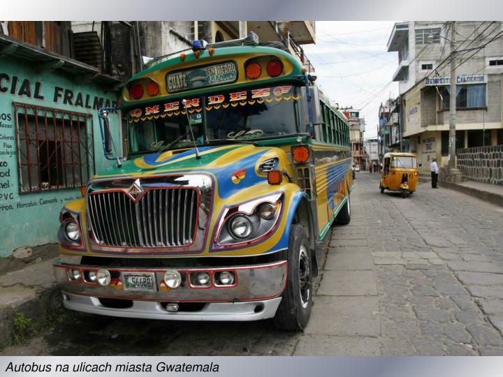 Autobus na ulicach miasta Gwatemala