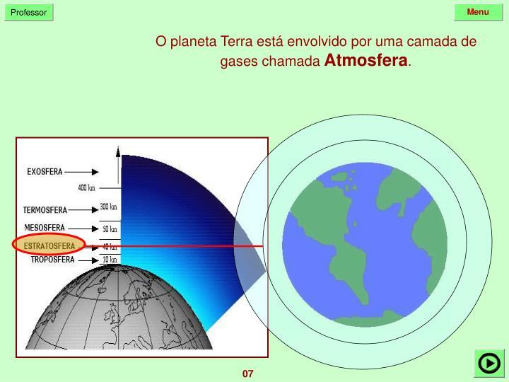 O planeta Terra está envolvido por uma camada de gases chamada
