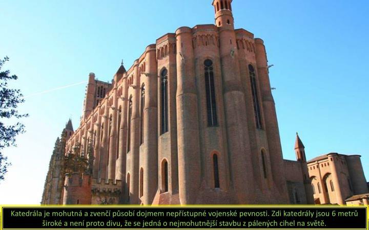 Katedrála je mohutná a zvenčí působí dojmem nepřístupné vojenské pevnosti. Zdi katedrály jsou 6 metrů široké a není proto divu, že se jedná o nejmohutnější stavbu z pálených cihel na světě.