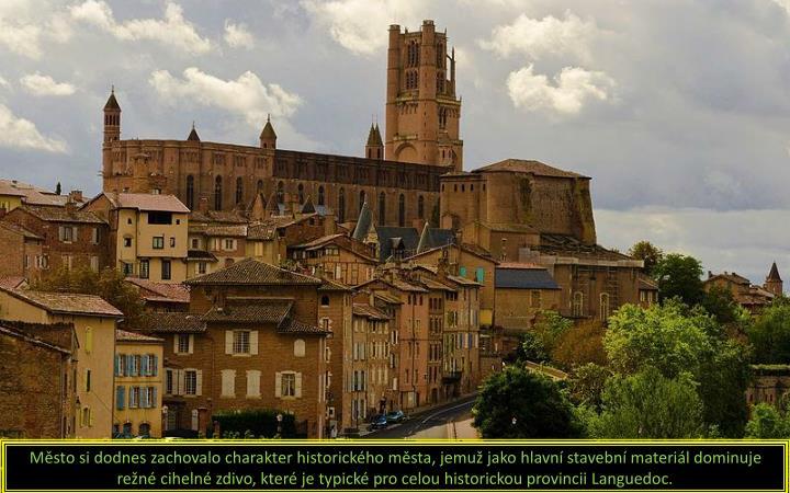 Město si dodnes zachovalo charakter historického města, jemuž jako hlavní stavební materiál dominuje režné cihelné zdivo, které je typické pro celou historickou provincii