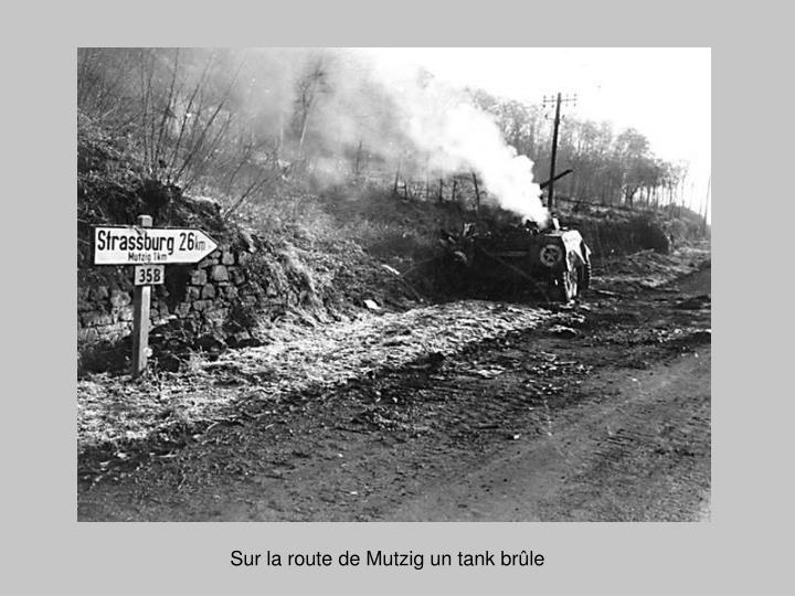 Sur la route de Mutzig un tank brûle