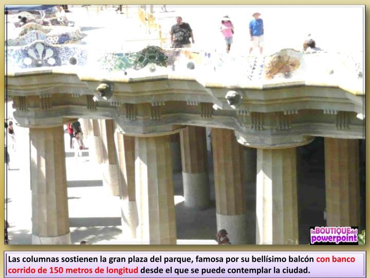 Las columnas sostienen la gran plaza del parque, famosa por su bellísimo balcón