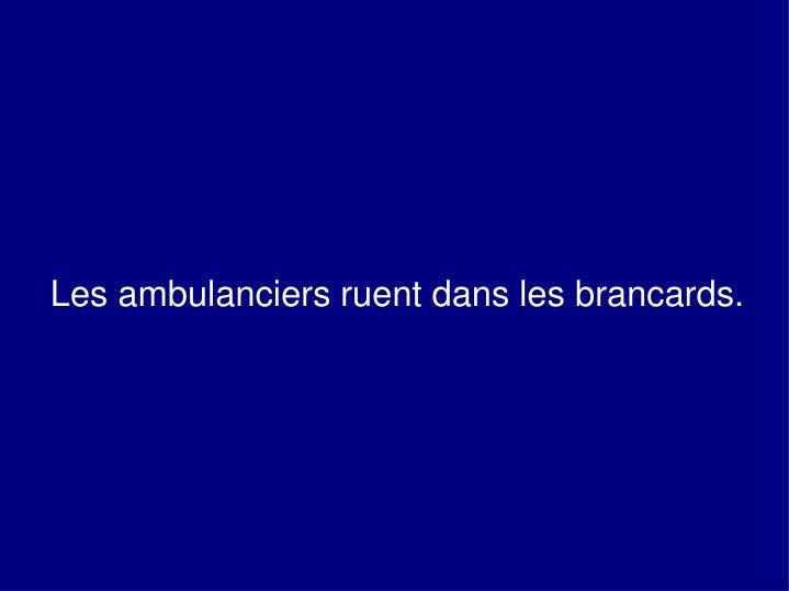 Les ambulanciers ruent dans les brancards.