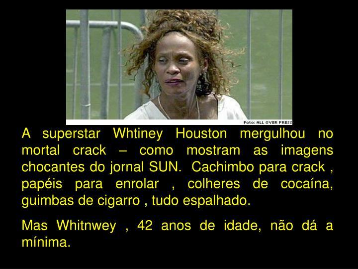 A superstar Whtiney Houston mergulhou no mortal crack – como mostram as imagens chocantes do jornal SUN.  Cachimbo para crack , papéis para enrolar , colheres de cocaína, guimbas de cigarro , tudo espalhado.