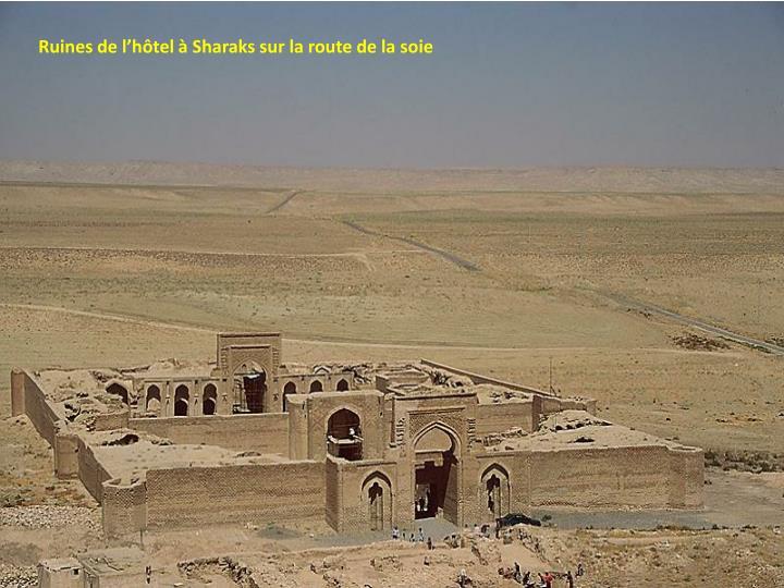 Ruines de l'hôtel à Sharaks sur la route de la soie