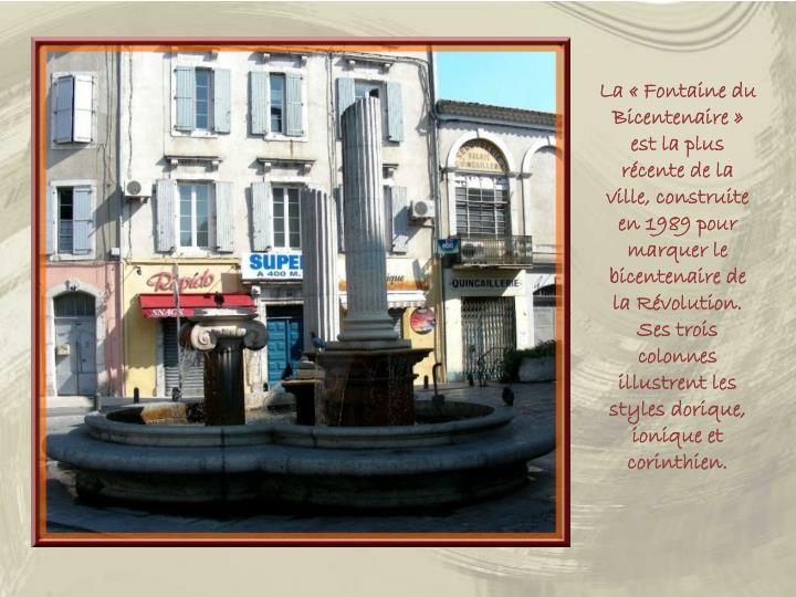 La «Fontaine du Bicentenaire» est la plus récente de la ville, construite en 1989 pour marquer le bicentenaire de la Révolution.  Ses trois colonnes illustrent les styles dorique, ionique et corinthien.