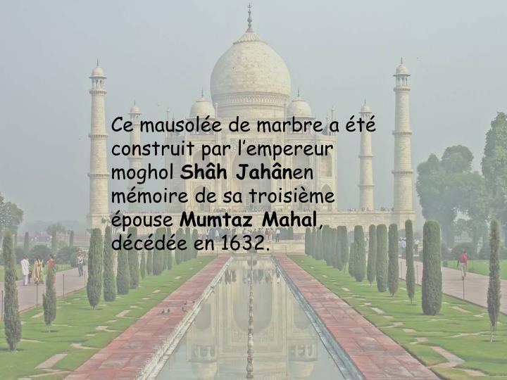Ce mausolée de marbre a été construit par l'empereur moghol