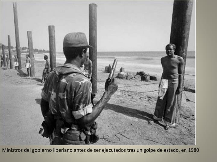 Ministros del gobierno liberiano antes de ser ejecutados tras un golpe de estado, en 1980