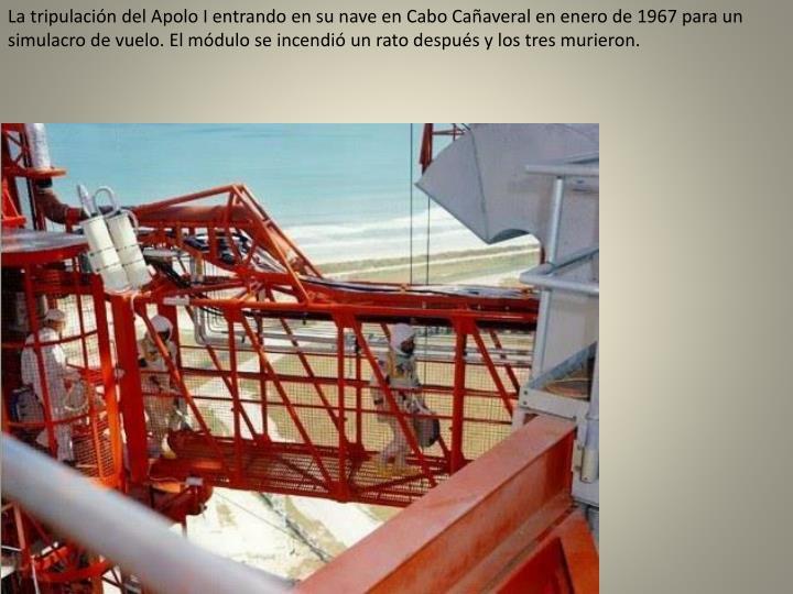 La tripulación del Apolo I entrando en su nave en Cabo Cañaveral en enero de 1967 para un simulacro de vuelo. El módulo se incendió un rato después y los tres murieron.