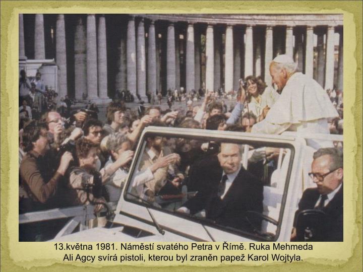 13.kvtna 1981. Nmst svatho Petra v m. Ruka Mehmeda Ali Agcy svr pistoli, kterou byl zrann pape Karol Wojtyla.
