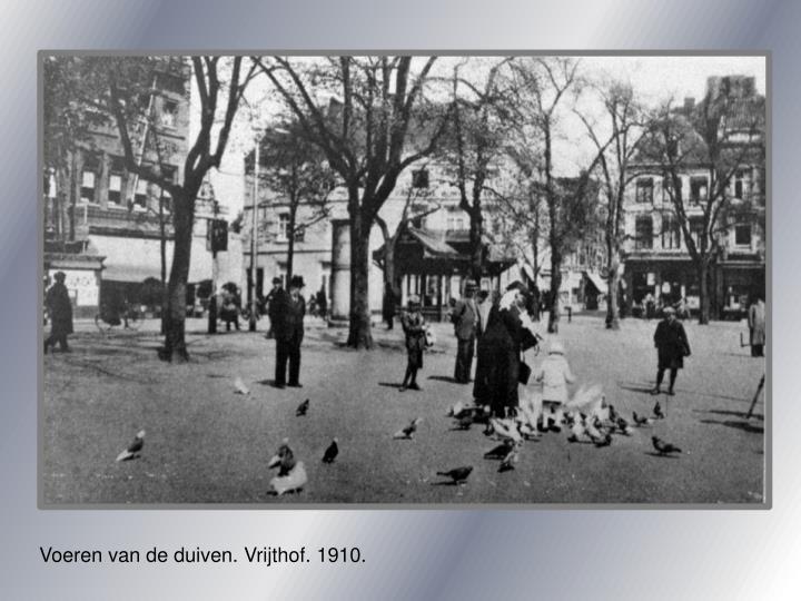 Voeren van de duiven. Vrijthof. 1910.