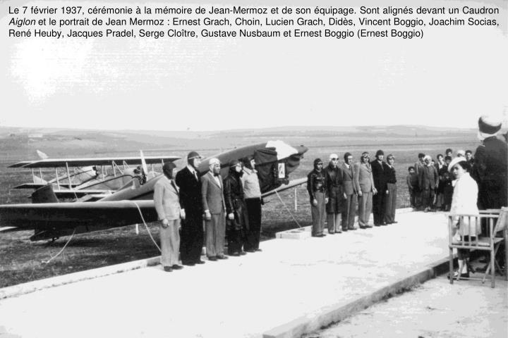 Le 7 février 1937, cérémonie à la mémoire de Jean-Mermoz et de son équipage. Sont alignés devant un Caudron