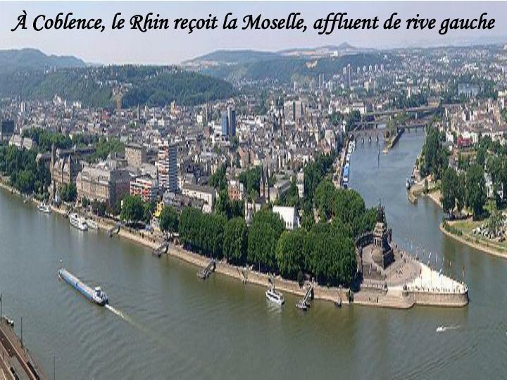 À Coblence, le Rhin reçoit la Moselle, affluent de rive gauche