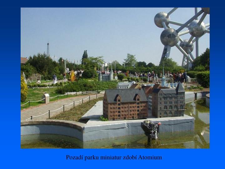Pozadí parku miniatur zdobí Atomium