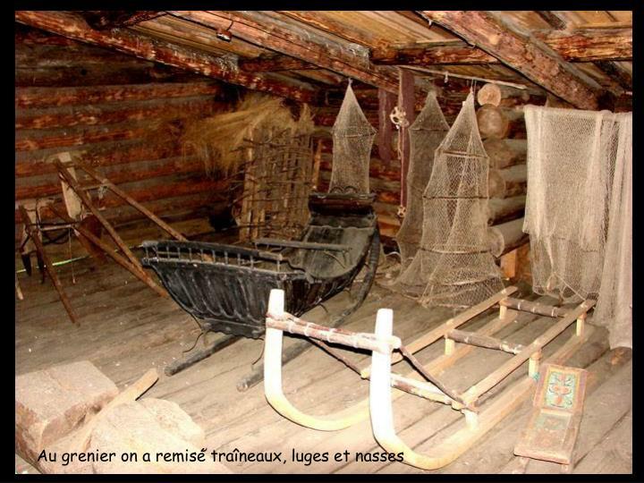 Au grenier on a remisé traîneaux, luges et nasses