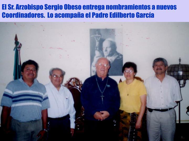 El Sr. Arzobispo Sergio Obeso entrega nombramientos a nuevos Coordinadores.  Lo acompaña el Padre Edilberto García