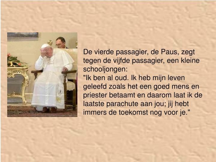 De vierde passagier, de Paus, zegt tegen de vijfde passagier, een