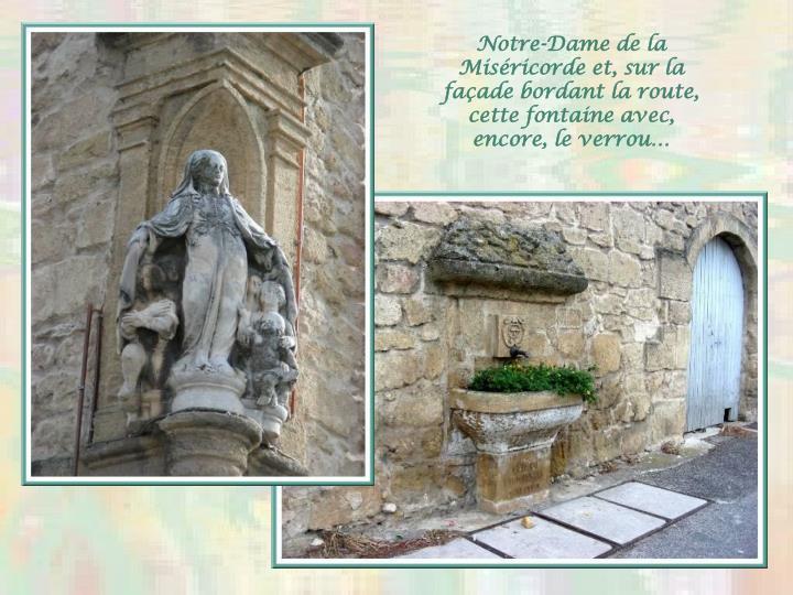 Notre-Dame de la Miséricorde et, sur la façade bordant la route, cette fontaine avec, encore, le verrou…