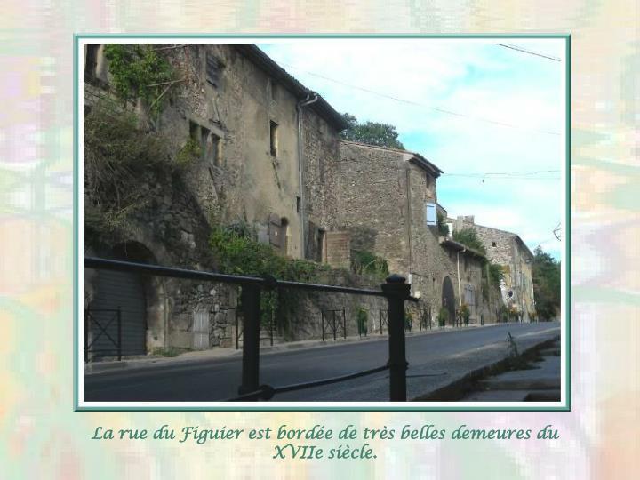 La rue du Figuier est bordée de très belles demeures du XVIIe siècle.