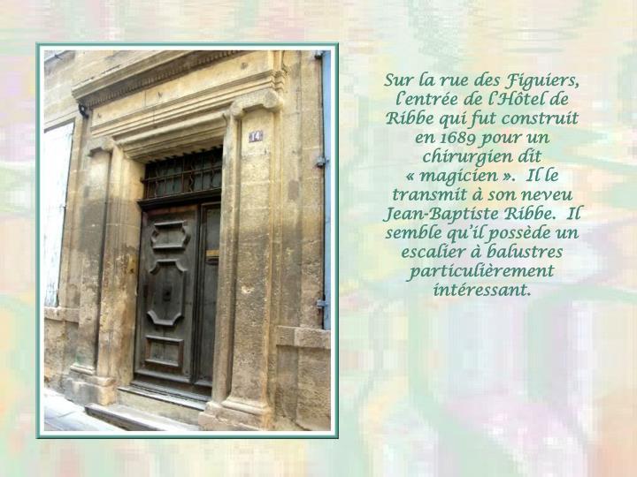 Sur la rue des Figuiers, l'entrée de l'Hôtel de