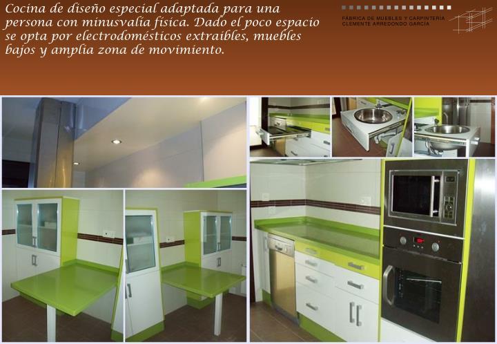 Cocina de diseño especial adaptada para una persona con minusvalía física. Dado el poco espacio se opta por electrodomésticos extraibles, muebles bajos y amplia zona de movimiento.