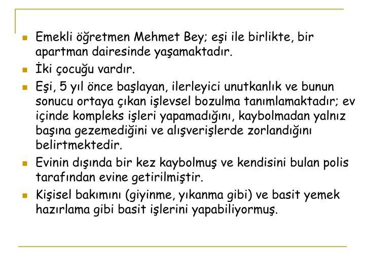 Emekli öğretmen Mehmet Bey; eşi ile birlikte, bir apartman dairesinde yaşamaktadır.